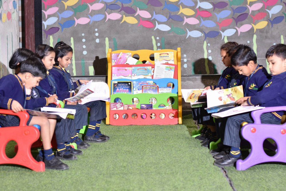 amravati top school reading room for all the students