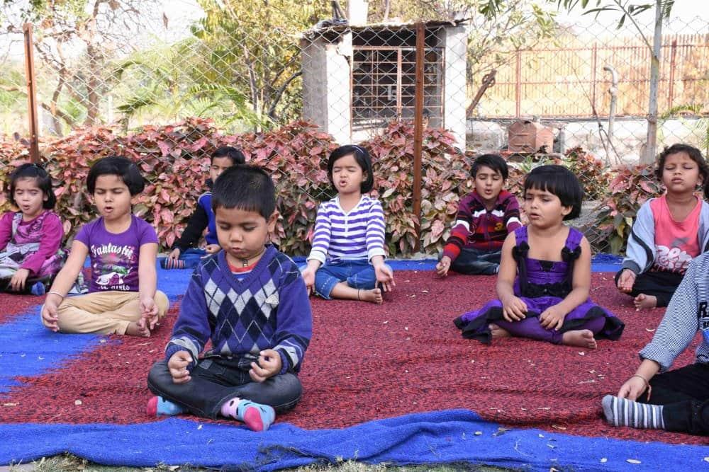 vijaya cbse school amravati nursery kids doing meditation at playhouse