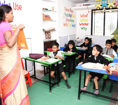 vijaya convent learning stundents in the class