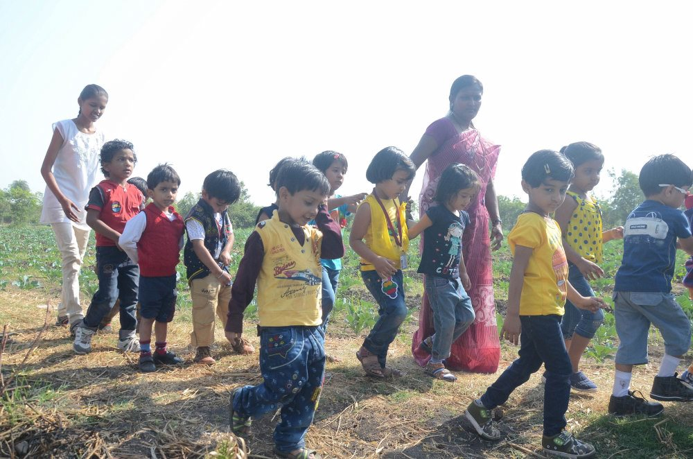 vijaya convent students farm outing in the amravati