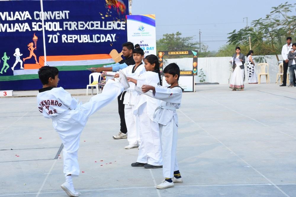 takadoo-on-republic-day-at-vijay-convent-amravati