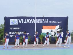 convent-schools-in-amravati-800-students-attended-the-independence-day-program
