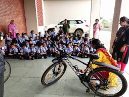 top-convent-school-in-amravati-students-learing-cycle-repair-workshop