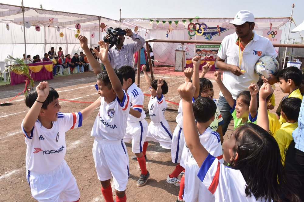best cbse school in amravati cbse patttern school football game winning kids hurrah moment vijaya convent school