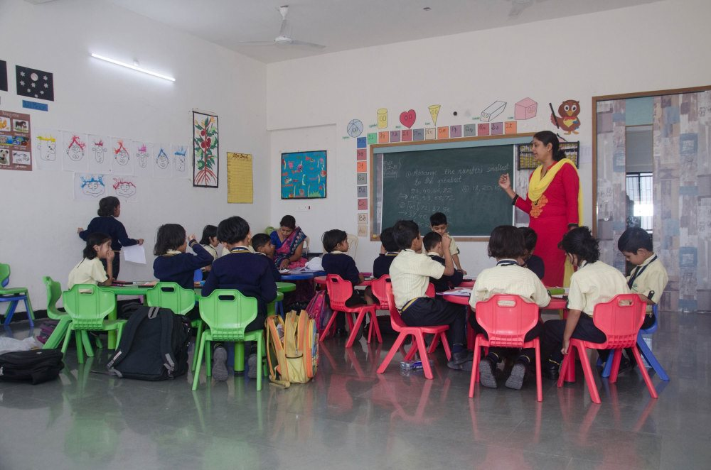 qualified staff teaching of vijaya best convent school in the amravati