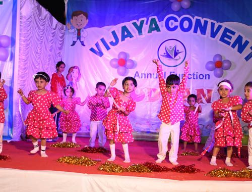 dance competition at vijaya convent school at the stage