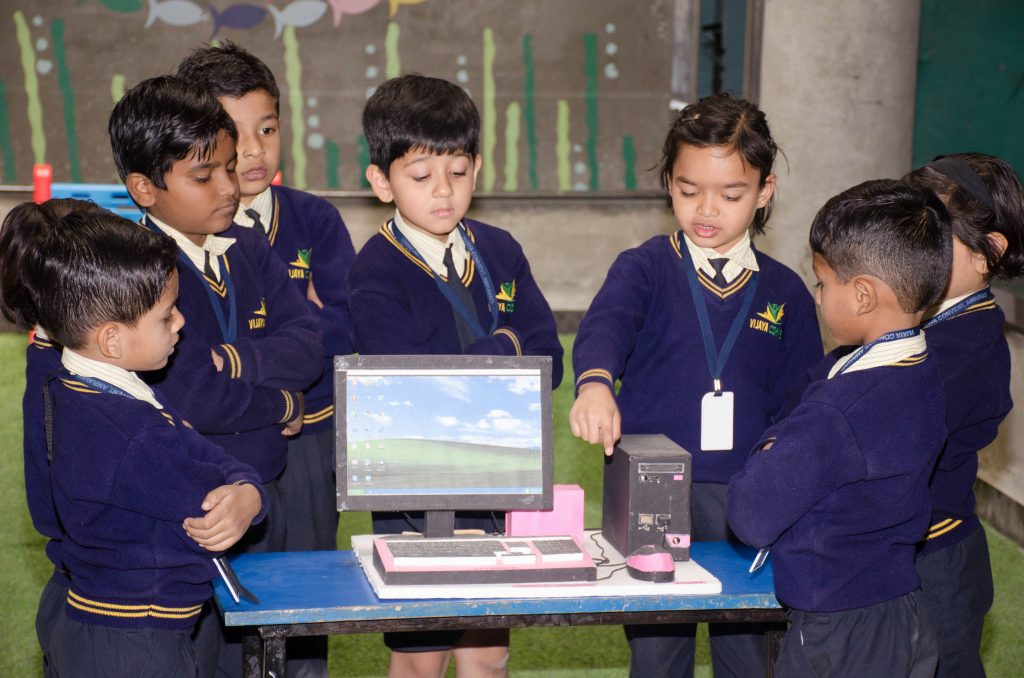 nursery playhouse lkg ukg grade1 to 5 admissions open in top school vijaya convent computer practical labs of vijaya convent international public school activity based learning