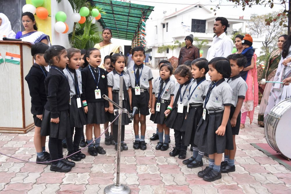 vijaya school for excellence student singing song at republic day