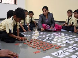 teaching-hindi-alphabet-vijaya-convent-cbse-school-amravati