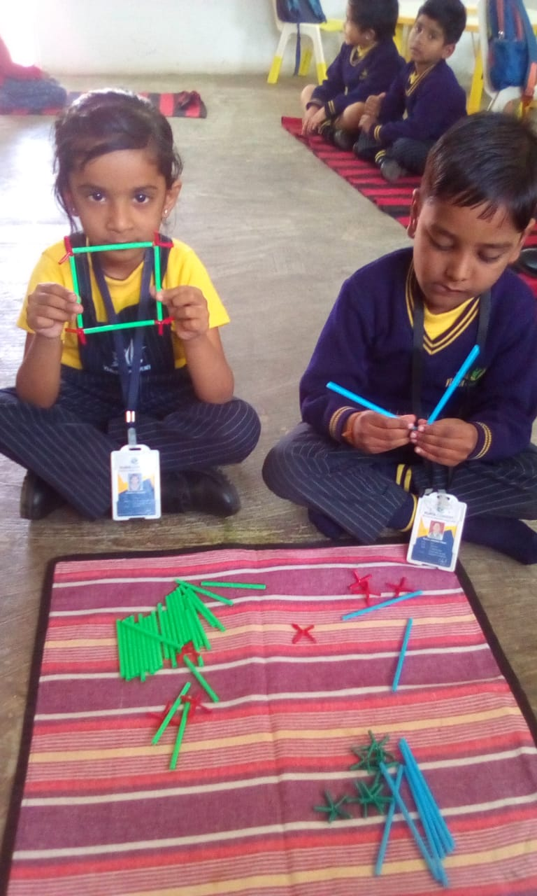 best english medium school in amravati - Girls Jodo straw activity