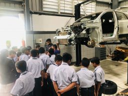 best-cbse-school-in-amravati-students-understanding-car-mechanism-workshop