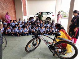 top-convent-school-in-amravati-students-learing-cycle-repair-workshop