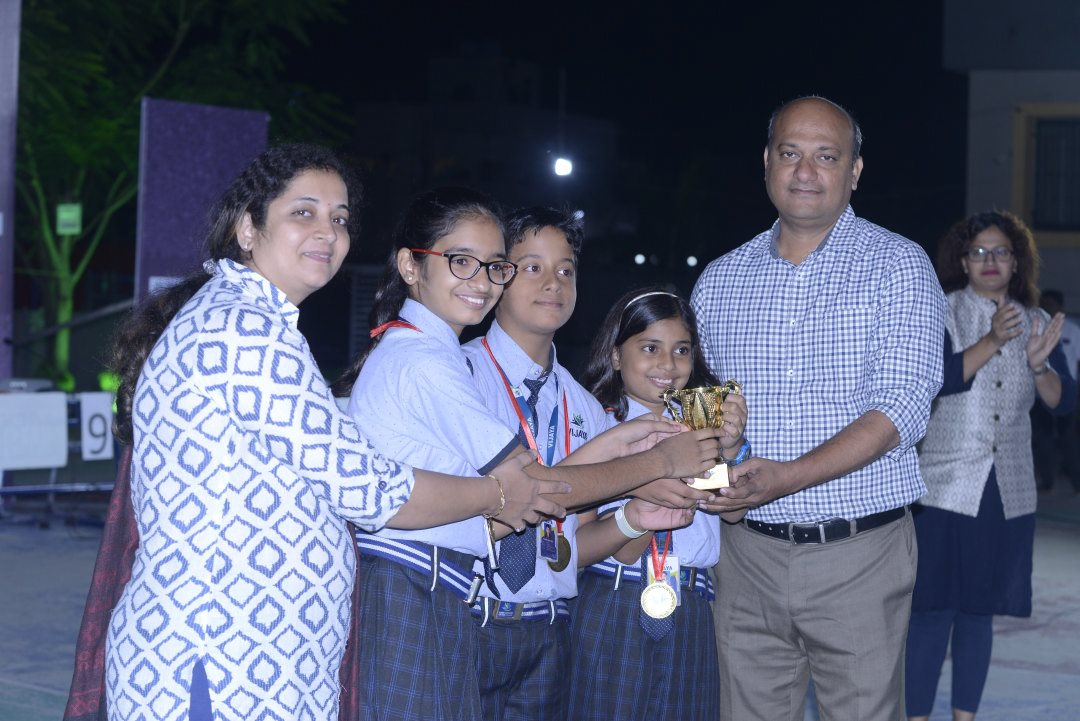 cbse-schools-in-amravati-students-Parents-took-interest-in-this-competition