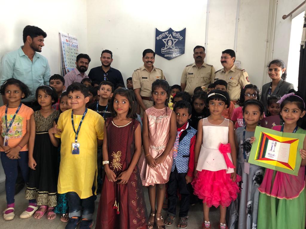 vijaya-convent-school-amravati-student-with-police-officers